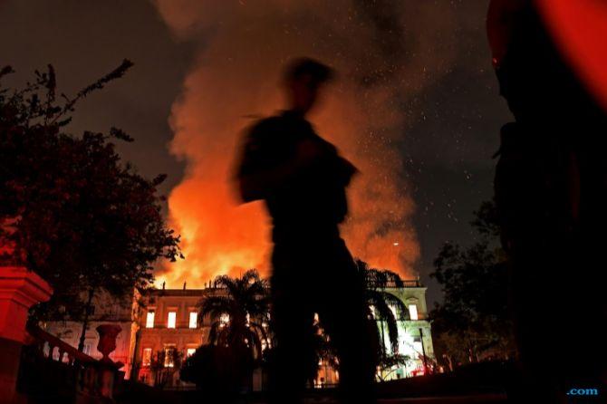 Museum Nasional Rio de Janeiro Terbakar, Warga Brazil Geram