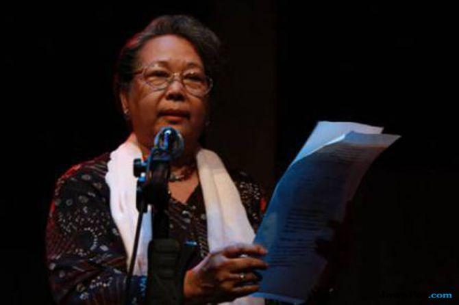 NH.Dini Tutup Usia, Novelis Feminis yang Menolak Disebut Sastrawan