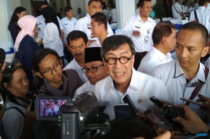 Pamer Prestasi Jokowi, Yasonna Minta Emak-emak Tak Bicara Hoaks