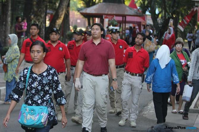 Patroli Reserse Kepolisian Ini Ikut Amankan Kebun Binatang