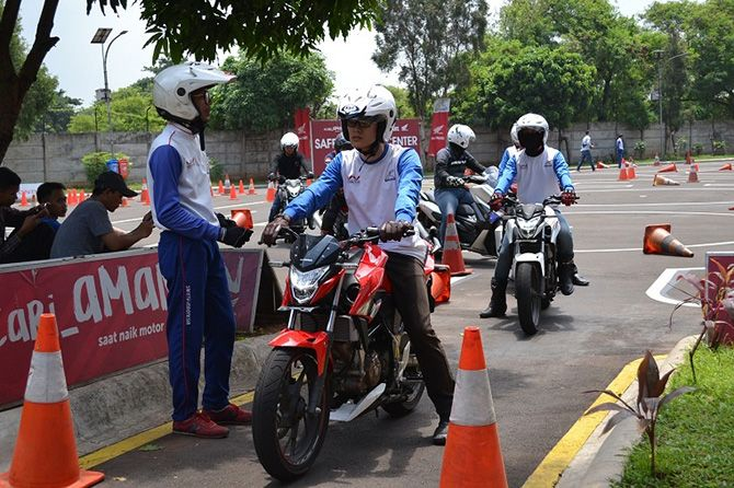 Pelatihan Safety Riding, Angpao Imlek Dari Wahana