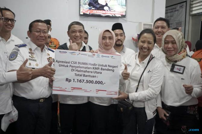 Pelindo IV Beri Tiga Mesin Tempel dan Beasiswa di Perairan Halmahera