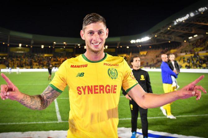 Pemain Cardiff City Belum Ditemukan, Tim Penyelamat Hentikan Pencarian