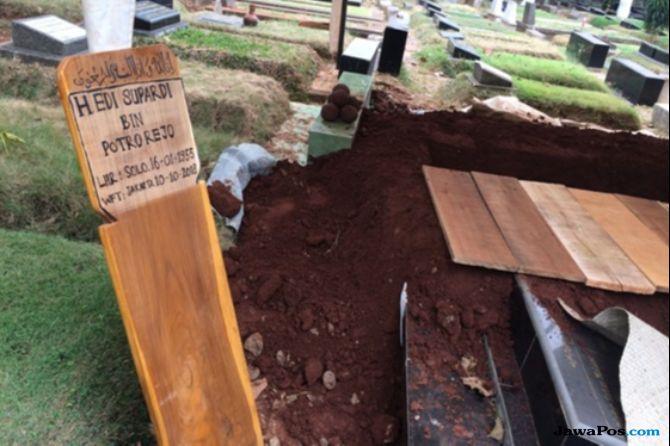 Pendiri Roti Bakar Eddy Dimakamkan Setelah Dzuhur