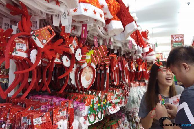 Pernak-pernik Natal di Malang Mulai Diburu Pembeli