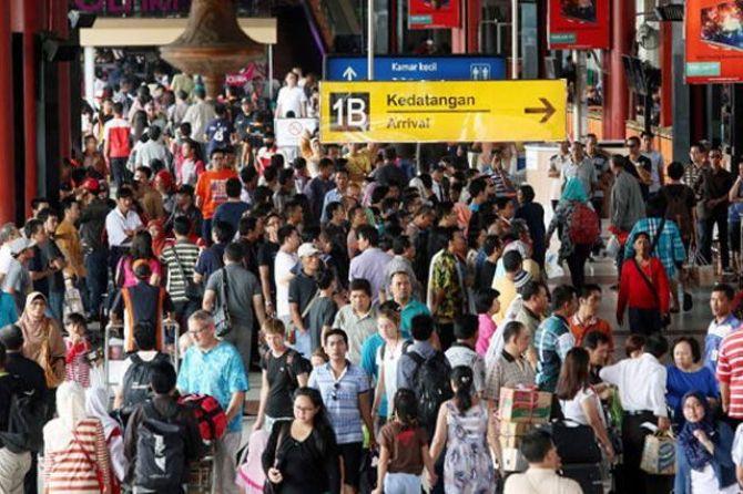 Penumpang di Bandara Syamsudin Noor Turun Hingga 10 Persen