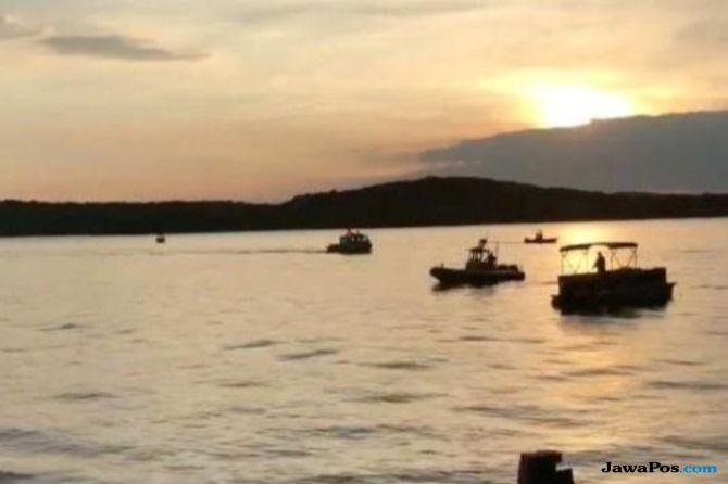 Perahu Bebek Terbalik di AS, Delapan Orang Tewas