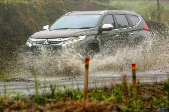 Perhatikan Ini agar Mobil Aman Melintasi Genangan Air