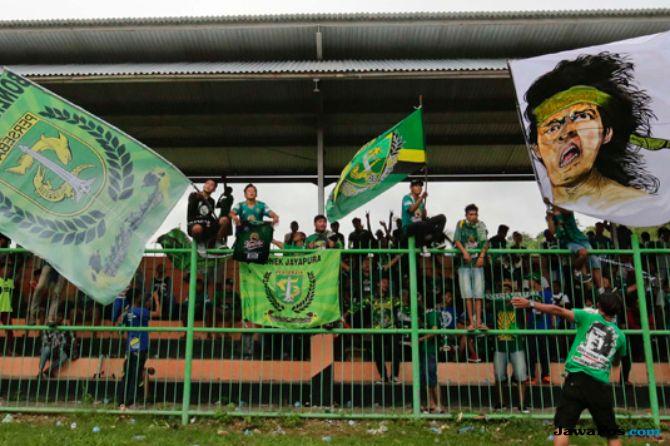 Bonek, Persebaya Surabaya, Arema FC, Liga 1 2018, Candra Wahyudi, Super Derby Jatim