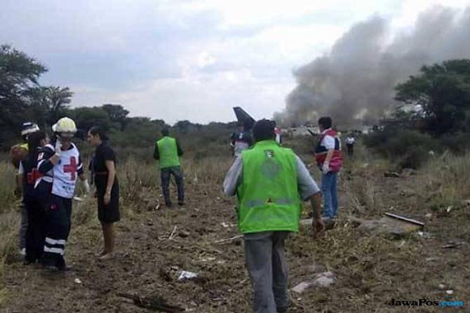 pesawat di meksiko jatuh