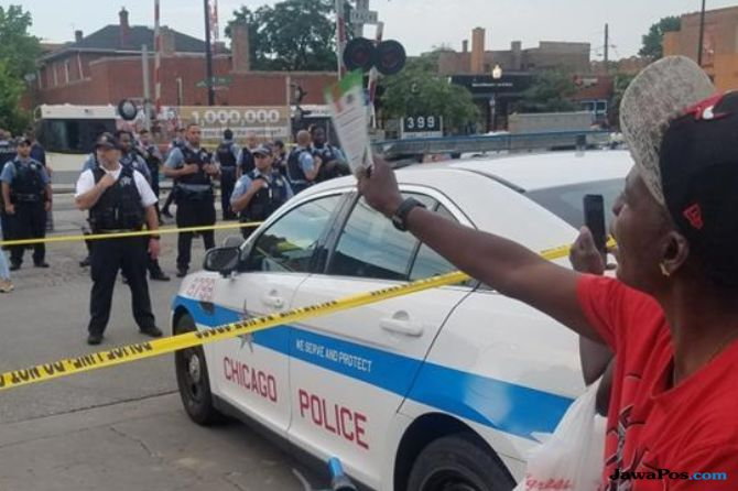 Polisi Tembak Pria Kulit Hitam, Warga Chicago Ngamuk