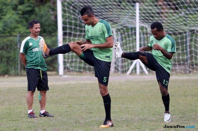 Persebaya Surabaya, Borneo FC, Liga 1 2018, Djadjang Nurdjaman, Dejan Antonic