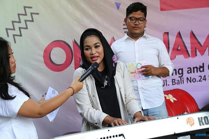 Puti Guntur Soekarno Tunjukkan Kepiawaiannya Bermain Keyboard