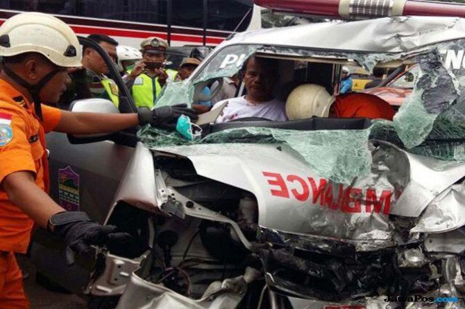 Rem Blong, Mobil Jenazah Korban Laka di Brebes Tabrak Truk