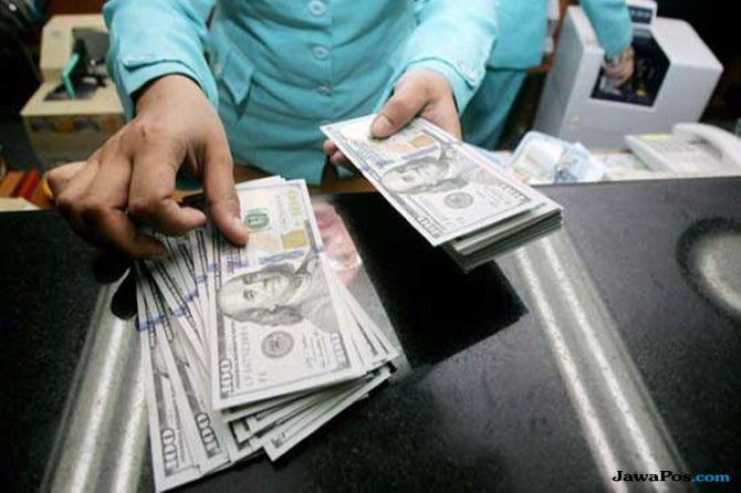 Risiko Pegang Dolar Menurun Tekan Minat Investor ke Rupiah