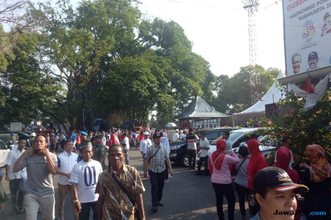 Ribuan Pendukung Jokowi-Ma'ruf Mulai Padati Stadion R. Maladi