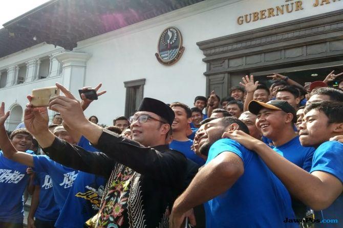 Ridwan Kamil Berikan Bonus Rp 100 Juta Untuk Persib U-16 dan U-19