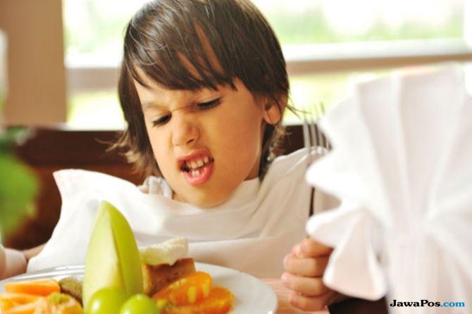 pola asuh anak, tips beri makan bayi, penyebab anak enggan makan,