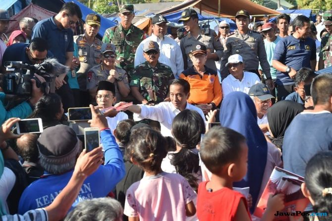 Rumahnya Rusak Akibat Gempa, Warga Lombok Dapat Bantuan Dari Presiden