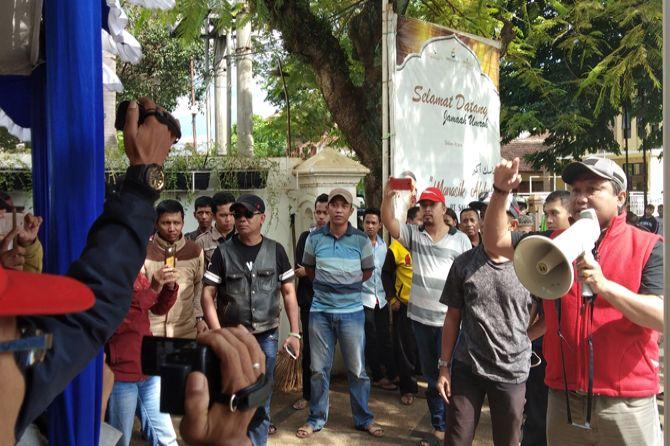 Sekelompok Massa Bubarkan Deklarasi Alumni 212 di Malang