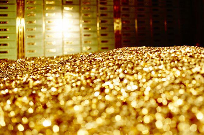 selundupkan emas, emas, warga israel,