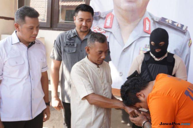 Setelah Dibekuk Polisi, Pelaku Curanmor Sungkem Korbannya