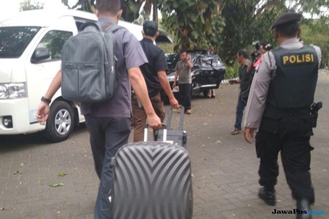 Setelah Enam Jam Geledah DPKPCK, Penyidik KPK Keluar Bawa Dua Koper