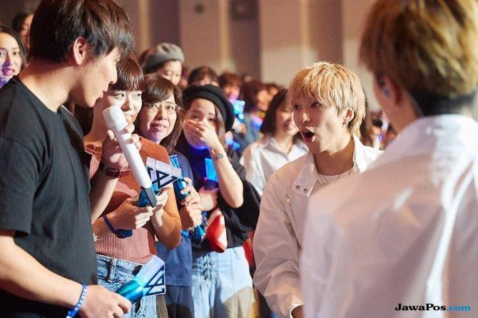 Seunghoon Jadi Dewa Asmara untuk Fansnya di Konser Winner