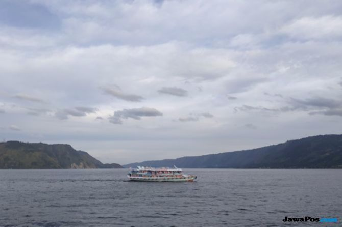 Kapal Wisata Danau Toba.