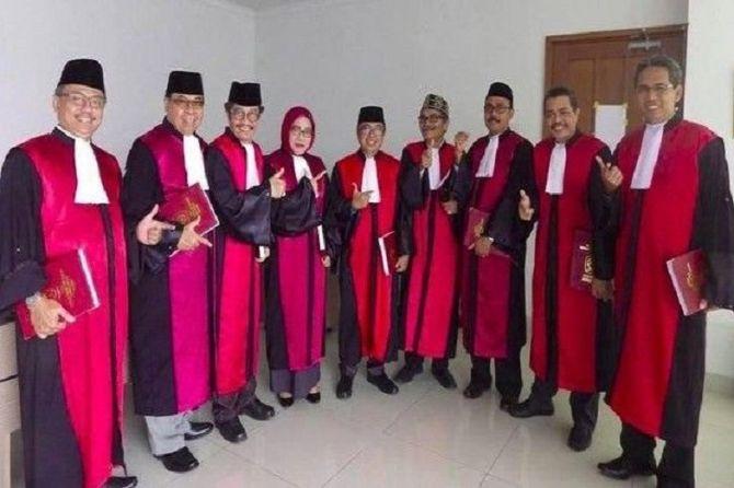 Soal Foto Hakim Pose Dua Jari, Bawaslu Sebut Belum Ada Laporan Masuk