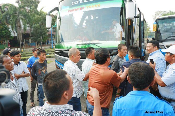 Sopir Angkutan Umum Protes Bus Pariwisata Angkut Penumpang Mudik
