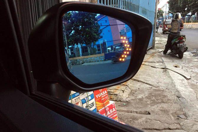 Spion Blue Mirror Buat Berkendaraan Lebih Aman Saat Hujan