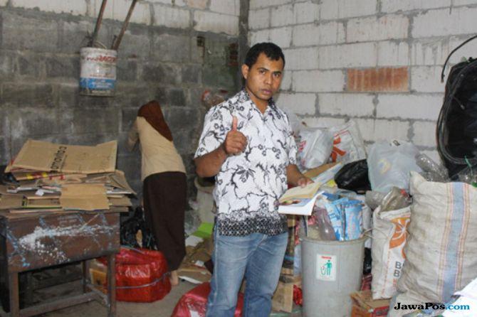 Staf Humas SMK di Malang Kuliah S2 dengan Biaya dari Sampah