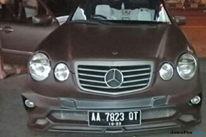 Sulap Mercedes-Benz Uzur Jadi Mobil Dinas James Bond