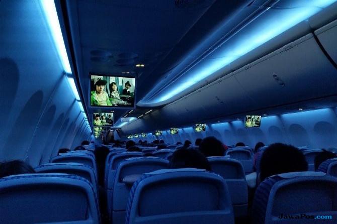 Tak Kuat Tahan Nafsu, Sepasang Kekasih Mesum di Pesawat