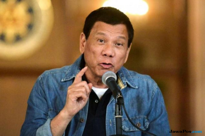 Tak Memuaskan, Duterte Sarankan Warganya Bercinta Tanpa Kondom!