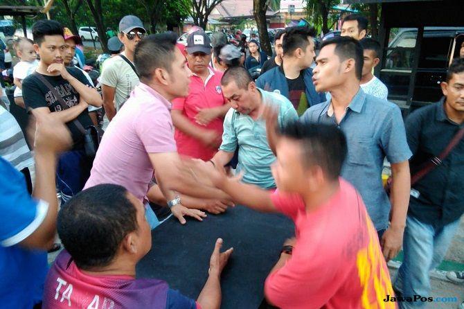 Tak Terima Ditegur, Driver Taksi Online Nyaris Keroyok Pemilik Kafe
