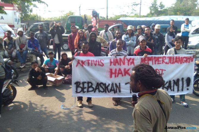 Tak Terima Vonis Hakim Terhadap Iis Cs, Mahasiswa Demo di Depan PN