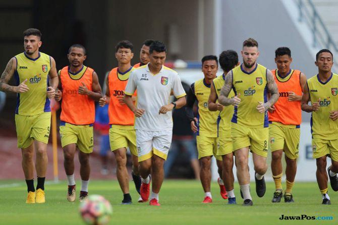 Mitra Kukar, Liga 1 2018, Madura United