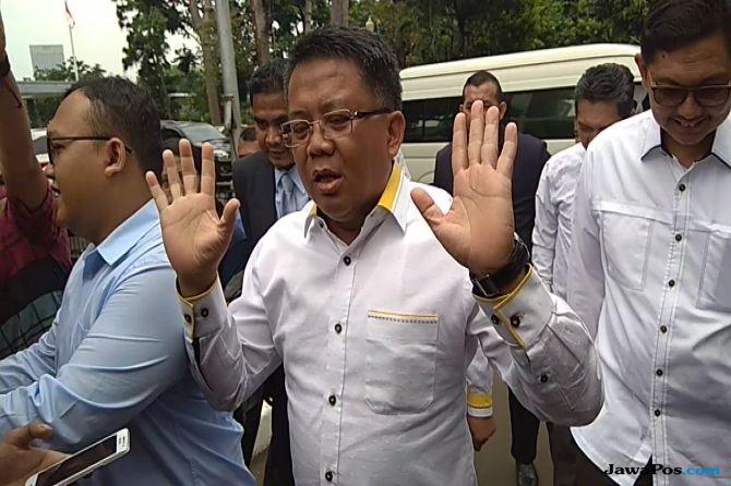 Tanpa Baju Kebesaran Partai, Presiden PKS  Masuki Ruangan Penyidik