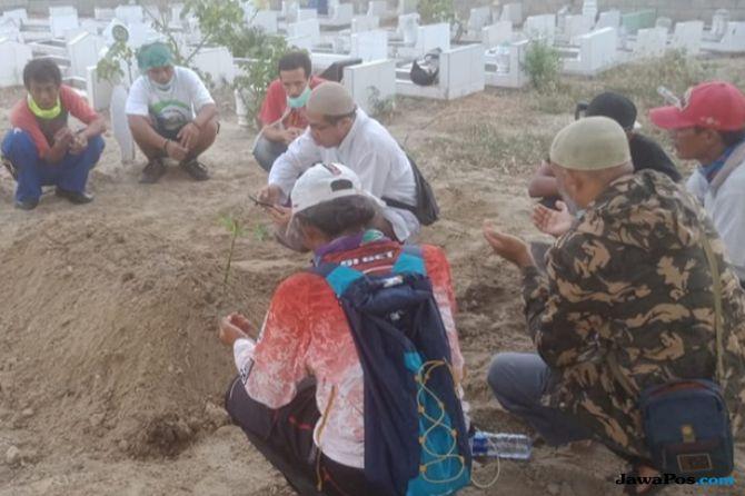 Tanpa Upacara Militer, Jenazah Fahmi Dikebumikan di Samping Makam Ardi