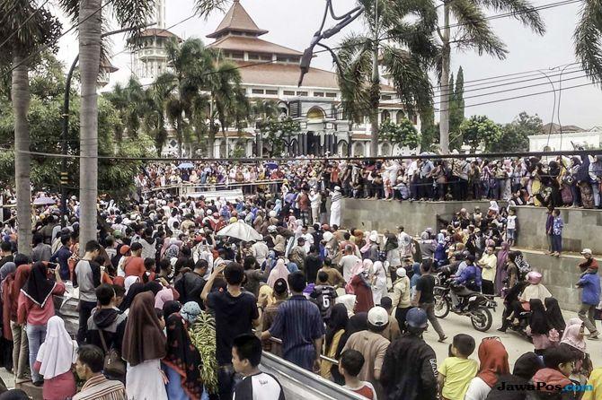 Tasyakuran di Alun-Alun, Warga Cianjur: Saya Malu Punya Pemimpin Korup