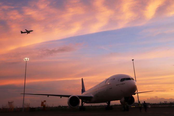 Tekan Harga Tiket Pesawat, Jokowi Minta Avtur Jangan Dimonopoli