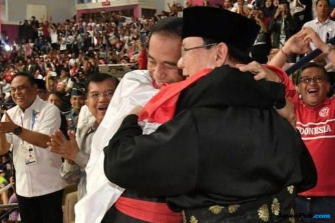 Terharu, Ridwan Kamil Bikin Lomba Foto Pelukan Jokowi-Prabowo Termirip