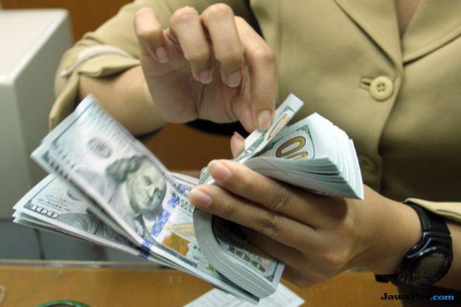 Terus Tertekan, Rupiah Ambruk ke Level 14.711 Per USD Hari Ini