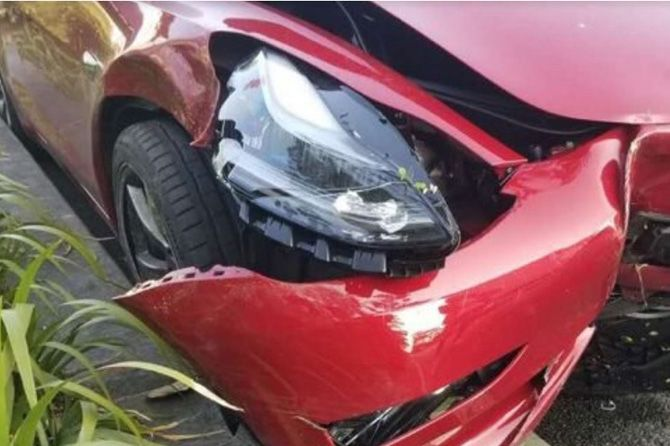 Apes! Test Drive Tesla Model 3 di Tiongkok Ditunda Akibat Kecelakaan