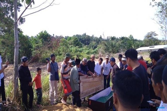 Tiba di Riau, Jenazah Napiter Beny Syamsu Langsung Dimakamkan