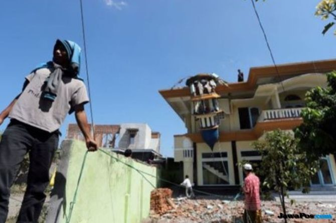 Tim Ahli Gedung Nilai Kelaikan Gedung Paska Gempa Lombok
