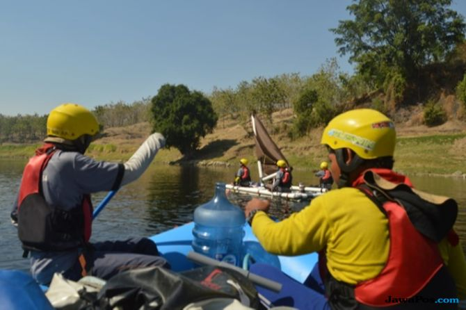 Tim Himapala Unesa Gelar Ekspedisi Sungai Bengawan Solo