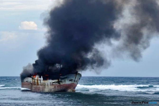 Tim SAR: 1 Lansia Meninggal Akibat Kebakaran KM Satya Kencana IX